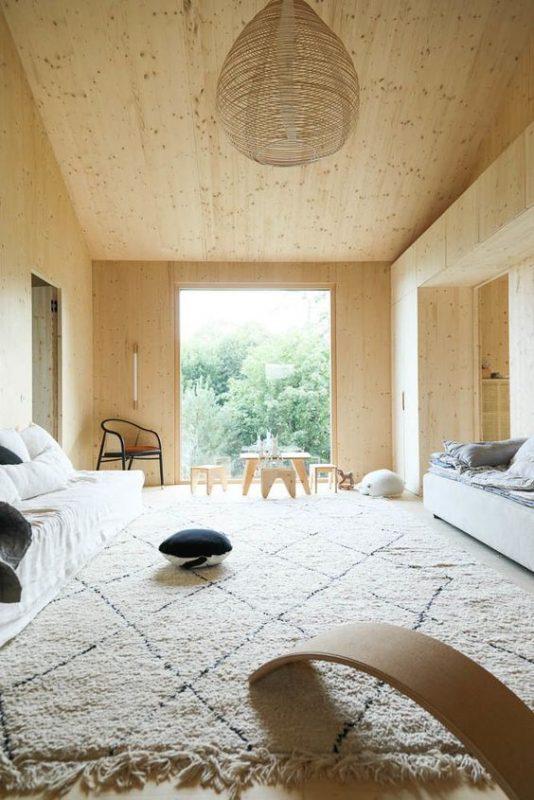 atelier-ordinaire-bois-clair-tapis-losanges-parlonsmaisons